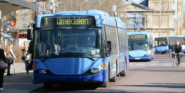 Stadstrafiken i Umeå ska snart upphandlas. Det är inte trafikföretagen utan politiker och tjänstemän som är ansvarig för de förutsättningar som trafikföretagen har, skriver författaren. Foto: Ulo Maasing.