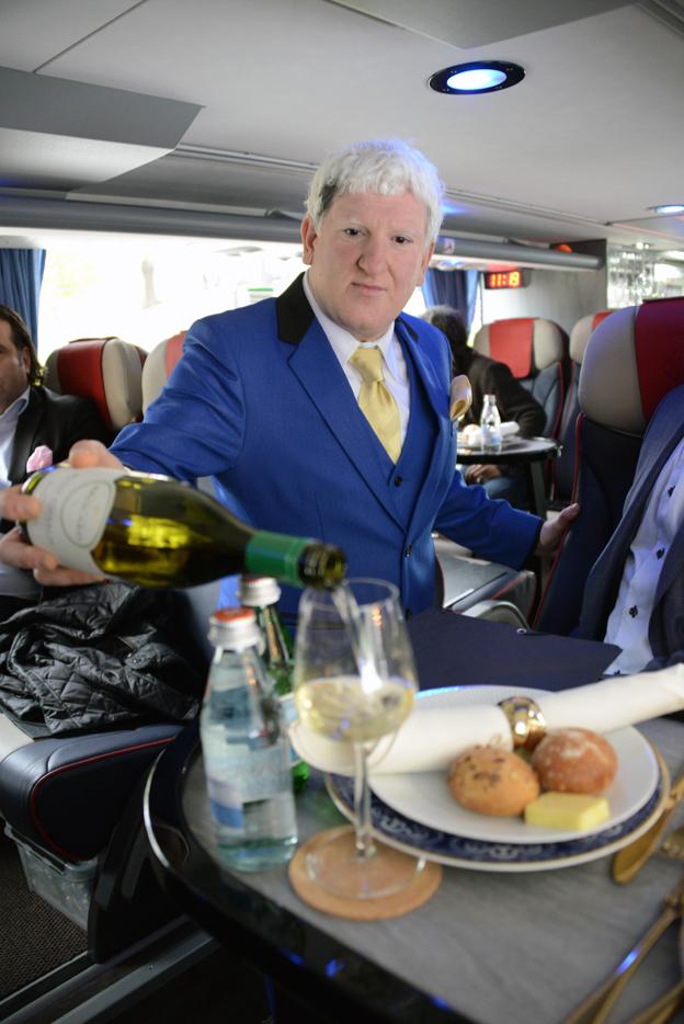 Johan Ekman har utbildat sig till sommelier och planerar att arrangera vinprovningar under resorna.