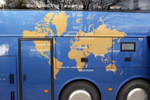 På bussidan finns en världskarta med EkmanResors resmål.