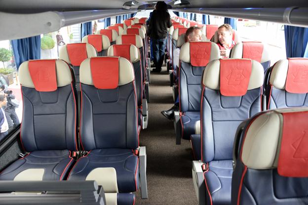 Sober läderklädsel präglar de komfortabla fåtöljerna. På övre planet finns 51 sittplatser.