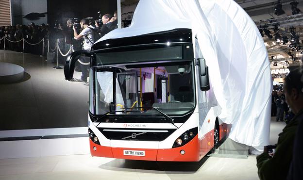 Täckelsen faller på IAA-mässan från Volvo Electric Hybrid.