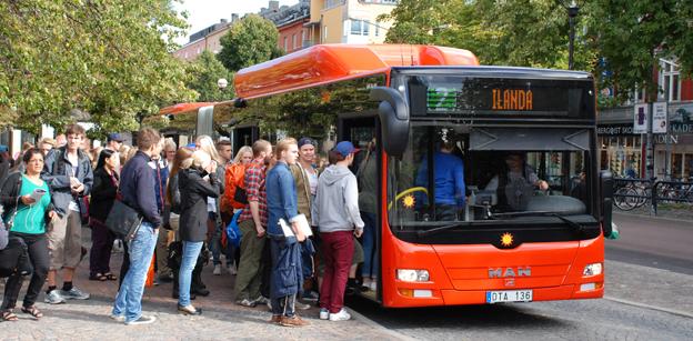 Karlstadsbuss´ slår vakt om sällanresenrerna och vill inte skrämma bort dem genom höjda biljettpriser. Foto: Karlstadsbuss.