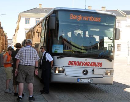 Kryssningspassagerare vid en transferbuss i Göteborg. Foto: Ulo Maasing.