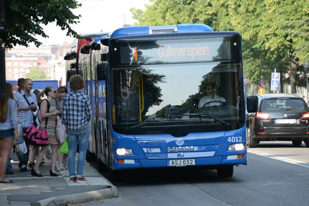 Det pilotprojekt som genomfördes på linje 4 i Stockholm i somras gav ökad framkomlighet, minskad trängsel och snabbare resor. Linje 4 är S veriges mest belastade busslinje med 60 000 resenärer om dagen. Foto: Ulo Maasing.