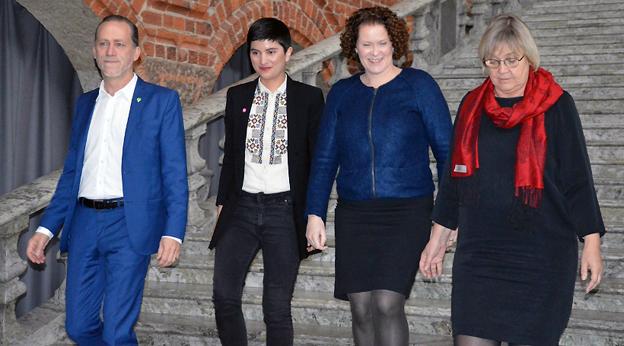 De fyra majoritetsledarna i Stockholm drar bort 23 miljarder från Förbifart Stockholm och satsar pengarna på kollektivtrafik. Dessutom ska man lägga ner Bromma flygplats. Foto: Socialdemokraterna.