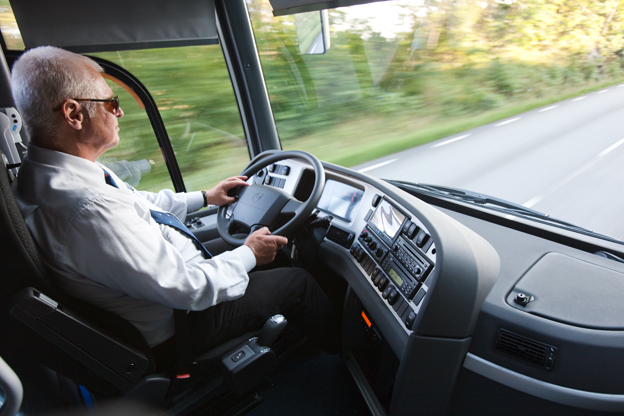 Tack ska ni ha! Vad vore världen utan er, skriver Inger Jonsson i sin lovsång till bussförare. Foto: Volvo Bussar.