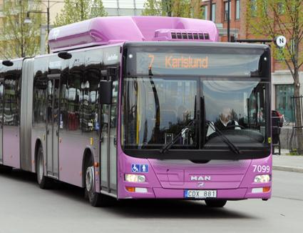 Nobina är liksom de övriga storföretagen i svensk busstrafik helt beroende av uppdrag från det offentliga. Bland annat kör man tätortstrafiken i Örebro. Foto: Ulo Maasing.