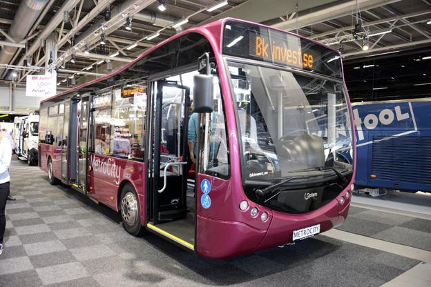 Optares svenske representant visade för första gången i Sverige den brittiska busstillverkarens Metrocity. Foto: Ulo MAasing.