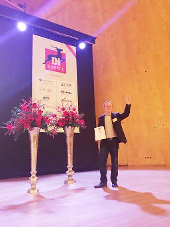 Emanuel Karlsson, vd för Rolfs Flyg & Buss, tog emot utmärkelsen som gasellföretag.