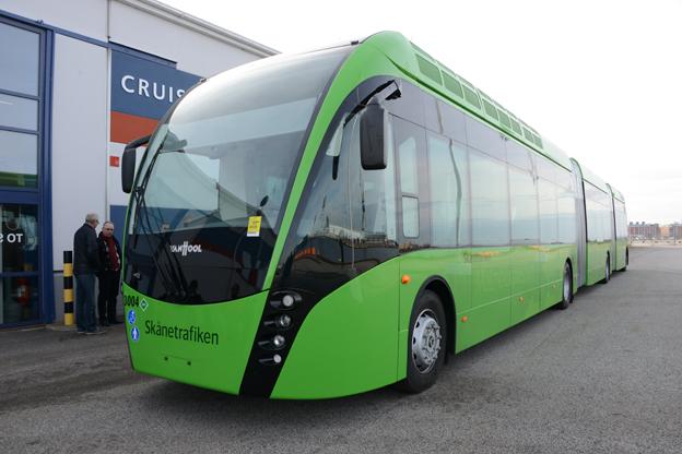 Det bör bli enklare att sätta 24-metersbussar à la MalmöExpressen i trafik, föreslår Lotta Finstorp(M). Foto: Ulo Maasing.