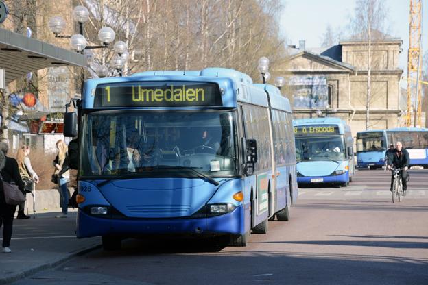 Från årsskiftet kommer stadsbussarna i Umeå att få automatisk avläsning av mobilbiljetter. Foto: Ulo Maasing.