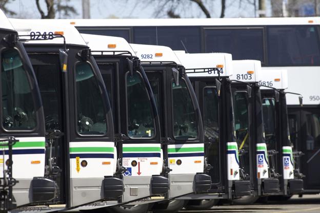 Bussar från BC Transit. Företaget vill nu bli av med en av världens största flottor av bränslecellsdrivna bussar. Foto: BCTransit.