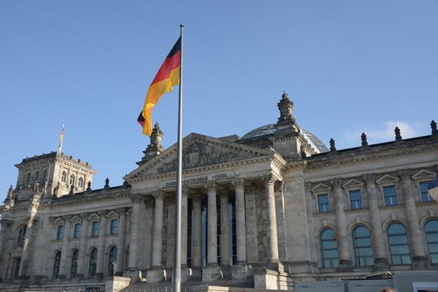 Med mycket kort varsel har Tyskland infört nya regler med anmälningsplikt för bussbolag som kör till, i eller genom landet. Bilden visar riksdagshuset i Berlin. Foto: Ulo Maasing.
