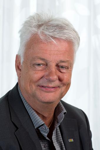 Hallandstrafikens vd Bruno Andersson vill ha lagstadgat förbud mot mobiltelefon under körning. Foto: Hallandstrafiken.
