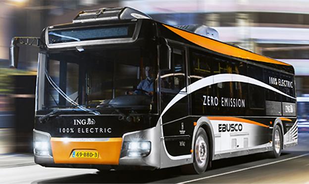 Den aktuella elbussen, en Ebusco 2.0, hr en elmotor på max 150 kW. Laddningstid från helt tomt till fulladdat batteri är 1,6 timmar. Varje minuts laddning ger tre kilometers körsträcka. Bussen är 12 meter lång och har en kapacitet på över 90 passagerare. Bild: Ebusco.