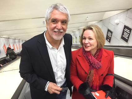 Enrique Peñalosa är min idol, säger Anna Grönlund, Sveriges Bussföretag. Här åker de tunnelbana i Stockholm. Inga rockstjärnefasoner, precis… Foto: Ulo Maasing.