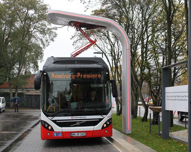 Laddstationerna i Göteborg kommer att vara integrerade med ändhållplatserna på samma sätt som i Hamburg. Där startar trafiken med Volvo 7900 Electric Hybrid den 18 december. Laddstationerna med tillhörande teknik levereras av Siemens. Foto: Siemens.