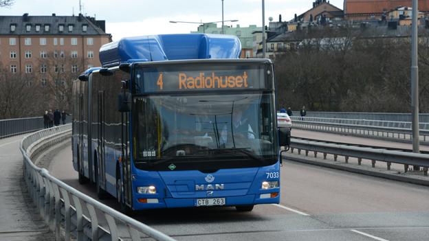 En utredning om framtiden för Sveriges mest trafikerade busslinje bör inte begränsas till spårvägsalternativet. Även en BRT-lösning bör ingå i förstudien, skriver BilSweden och Sveriges Bussföretag. Foto: Ulo Maasing.