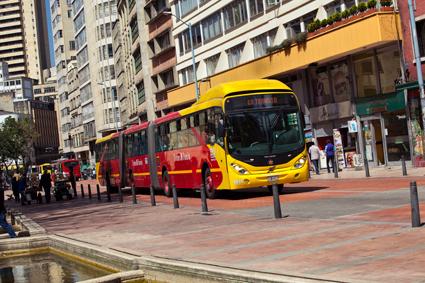 Enrique Peñalosa skapade Bogotàs BRT-system Transmilenio. Det är ungefär lika långt som Stockholms tunnelbana men transporterar mer än dubbelt så många passagerare. Foto: Volvo Bussar.