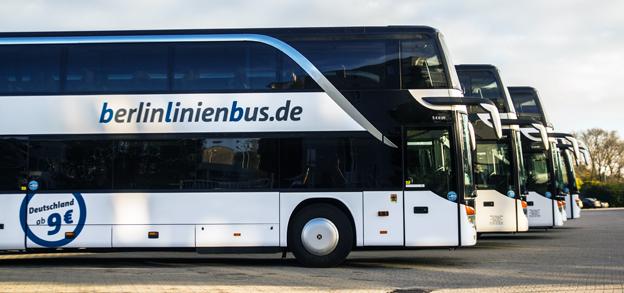 Tyska expressbussföretaget Berlinienbus gör sina bussar till rullande, digitala bibliotek. Foto: Berlinienbus.