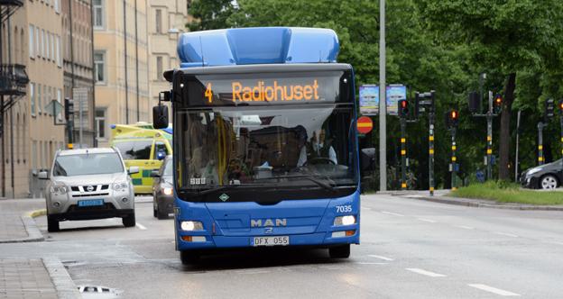Landstinget i Stockholms län lägger 40 miljoner på att utreda en konvertering av busslinje 4 till spårväg. Det är viktigt att också se på en BRT-lösning, slås det fast i en färsk rapport. Foto: Ulo Maasing.