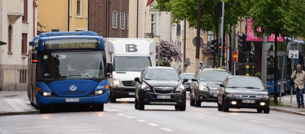 Det är dags att utreda om fyrans buss i Stockholm ska omvandlas till BRT, menar Bertil Moldén, Bil Sweden och Peter Jeppsson, Sveriges Bussföretag. Foto: Ulo Maasing.
