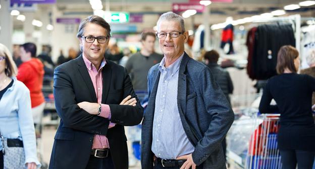 Jan Wallberg, till vänster, tar över vd-posten för Gekås i Ullared efter Bo Lennerhov. Foto: Gekås/Jens Molin.