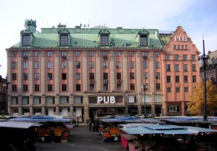 Varuhuset PUB i Stockholm byggs om till storhotell. Foto: Holger Elgaard/Wikimedia Commons.