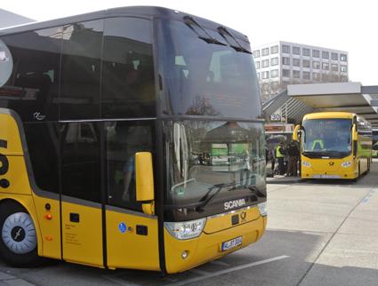 Tyska posten blir researrangör. Bland annat kommer man att använda sitt eget unga enxpressbussföretag Postbus. Foto: Ulo Maasing.