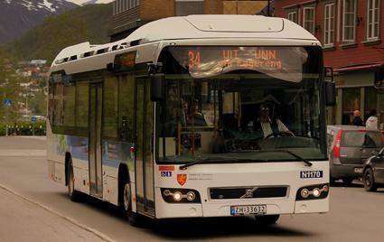 En av Nobinas Volvo hybridbussar i Tromsø. Foto: calflier001 via Wikimedia Commons.