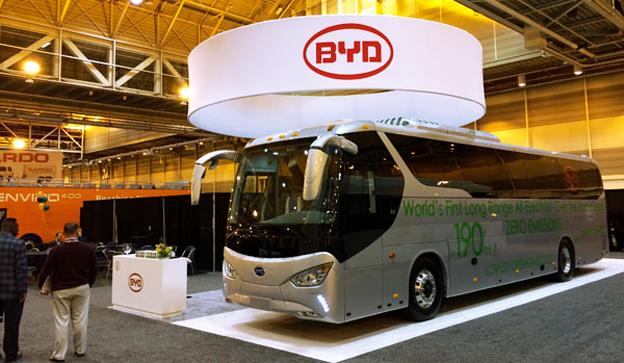 BYD, Build Your Dreams, har lanserat den första batteridrivna turistbussen. Ytterligare två elektriska turistbussmodeller kommer under året. Foto: BYD.
