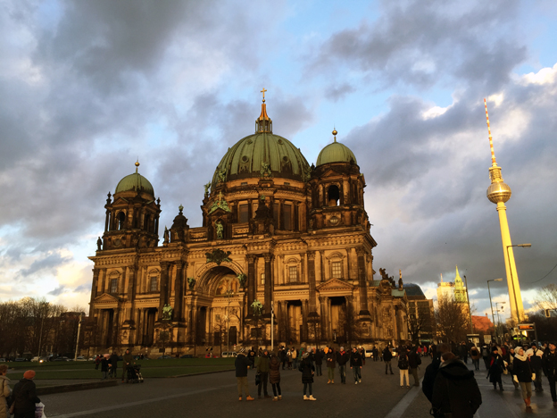 Katedralen och TV-tornet i Berlin. Den tyska huvudstaden har blivit en veritabel magnet för utländska besökare. Foto: Ulo Maasing.