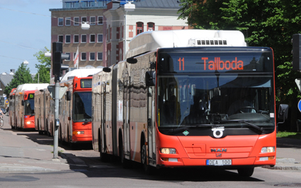 """""""Både nationellt och lokalt i Sverige premierar kollektivtrafiken biobränslen framför energieffektivitet. Men nu riskerar dessa investeringar att hindra den tekniska utvecklingen, konstaterar rapporten från Energimyndigheten. Foto: Ulo Maasing."""