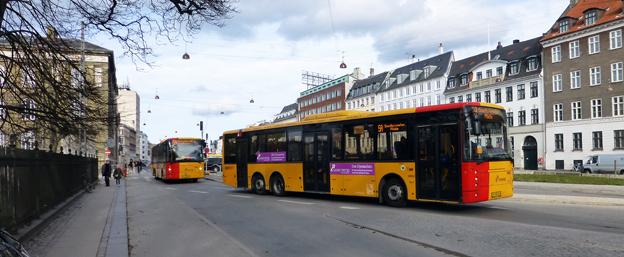 Två bussar på linje 56A i Köpenhamn. Foto: Leif Jørgensen/Wikimedia Commons.