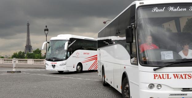 Dyrt att stanna. Parkeringsavgifterna för turistbussar i Paris höjs kraftigt den 1 maj. Foto: Ulo Maasing.
