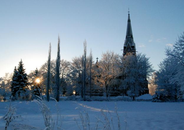 Umeå i vinterskrud får färre besök från Finland än i fjol. Foto: Umeå kommun.