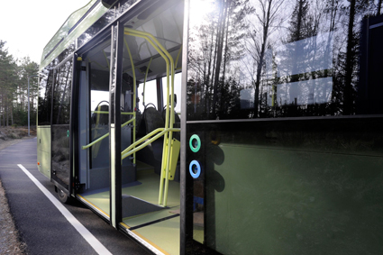De tre elbussarna som sätts i trafik i juni kommer att ha två breda dörrar mitt på sidan, en lösning som är hämtad från Volvos konceptbuss för European Bus System of the Future. Foto: Volvo Bussar.