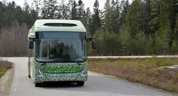 Volvos nya elbuss, så som den ser ut idag. När bussen sätts i trafik den 15 juni kommer den att se annorlunda ut… Foto: Volvo Bussar.