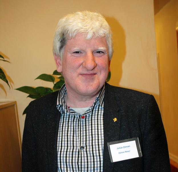 Johan Ekman, EkmanResor, satsar på att göra bussresan till en exklusiv produkt. Under kvällen lyssnade han på ett föredrag med mat- och vinkännaren Ulf Wagner.