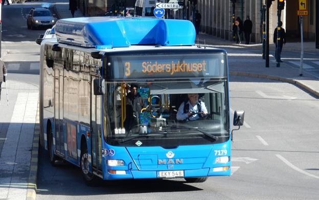En av de nya MAN-bussar som i fjol började trafikera Stockholms innerstad. Bussarna är en förlustaffär för MAN som i fjol sålde varje buss med 120 000 kronor i förlust. Foto: Ulo Maasing.
