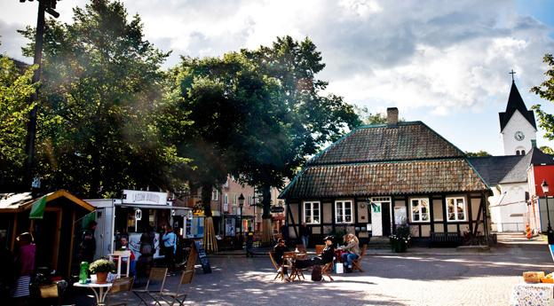 Stortorget i Ängelholm. Staden blir skånsk pilotstad för eldriven stadsbusstrafik. Foto: Anders Clark.