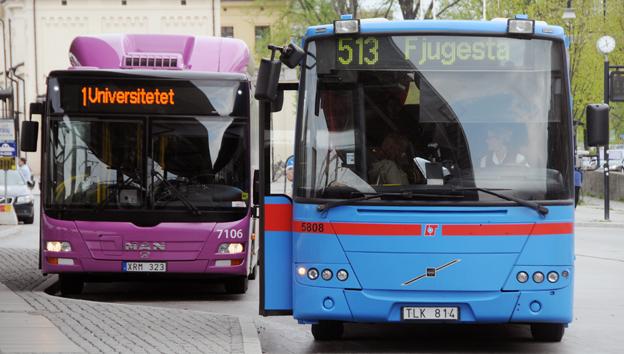 De lila stadsbussarna i Örebro fick i fjol fler resenärer, medan de blå regionbussarna backade. Foto: Ulo Maasing.