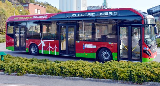 På måndag den 16 mars är det officiell premiär för laddhybridtrafiken på SL:s linje 73 i Stockholm. Foto: Volvo Bussar.