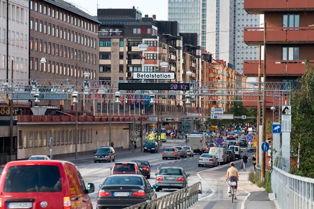 Betalstation vid Skanstullsbron i Stockholm. Vid årsskiftet höjs trängselskatten i Stockholm. Foto: Transportstyrelsen.