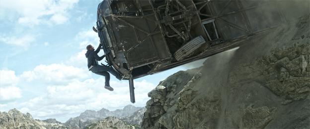 En Setra turistbuss, förvandlad till en rullande fästning, har en viktig roll i Fast & Furiou 7. Bild: Universal Pictures.
