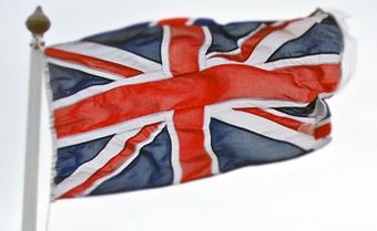 Från och med den 8 april kontrollerar Storbritannien samtliga utresande ur landet.