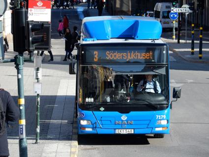 Mer än var tredje sms-biljett på innerstadsbussarna i Stockholm är falsk. Foto: Ulo Maasing.