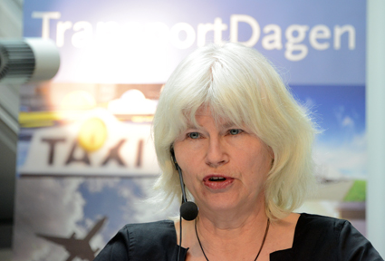 Karin Svensson Smith(MP), ordförande i riksdagens trafikutskott, ägnade sig åt lite härskarteknik. Foto: Ulo Maasing.