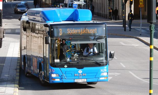Utökad trängselskatt i Stockholm måste kombineras med mer busstrafik som dessutom prioriteras, menar trafikforskaren Maria Börjesson.