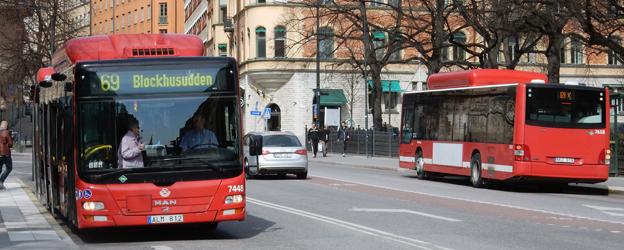 I midsommar läggs busslinjerna i Stockholms innerstad om. I höst ska förändringen ses över –liksom hur det gick till att besluta om förändringarna. Foto: Ulo Maasing.